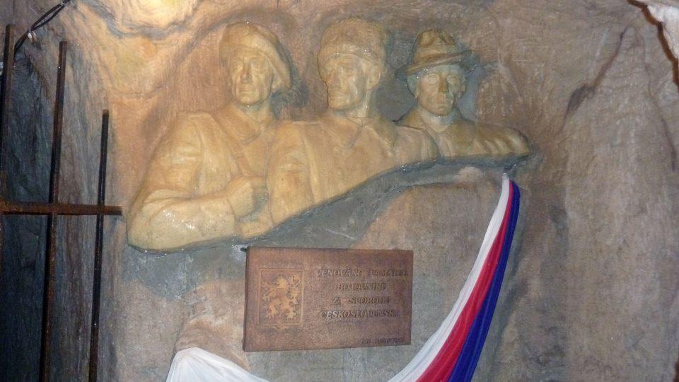 Stanislav Rolínek je autorem všech těchto soch, ale neproslavil se. Zemřel totiž na tuberkulózu