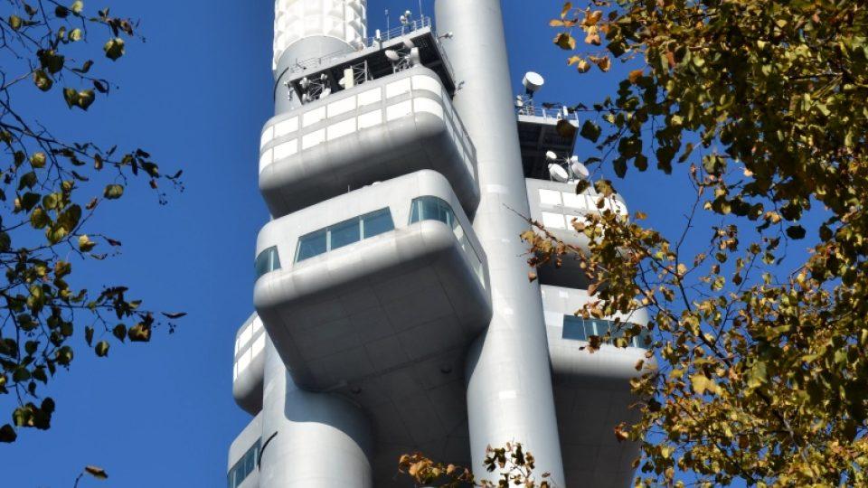 V 66 metrech je umístěna kabina s restaurací, v 93 m vyhlídková kabina a nejvýše kabina s vysílací technikou