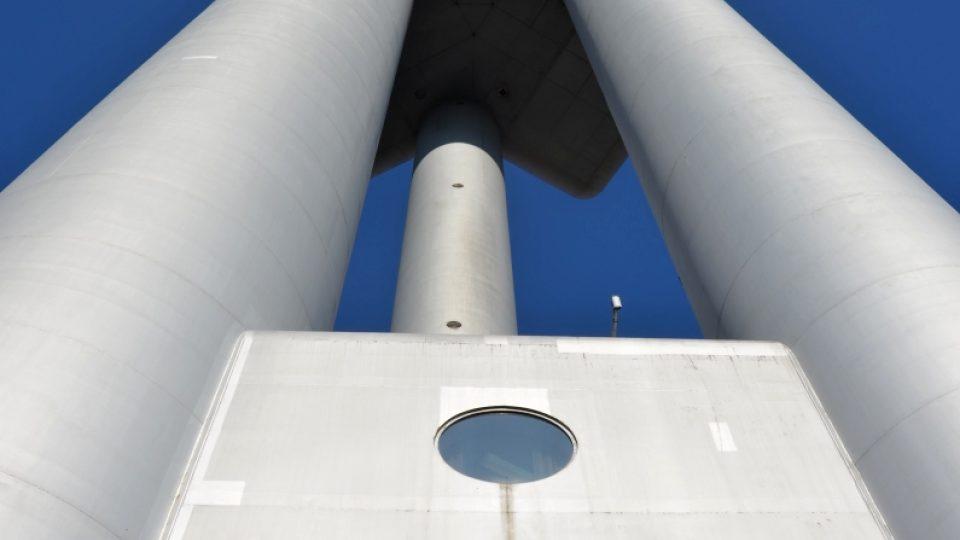 Žižkovská televizní věž je postavena ve stylu high-tech