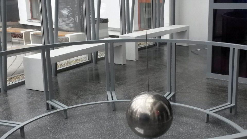 Fucaultovo kyvadlo v Planetáriu Ostrava