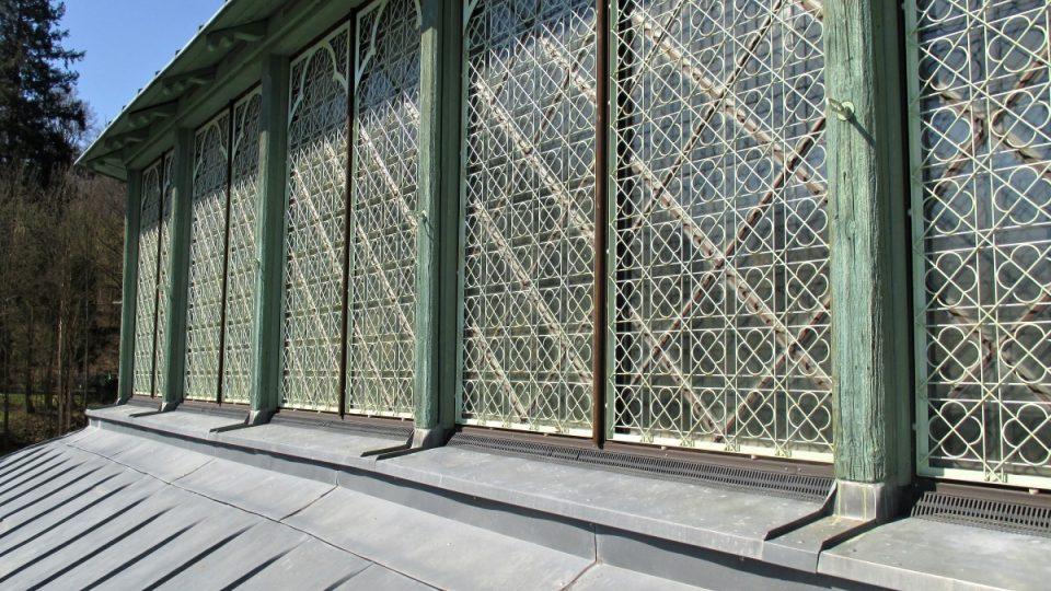 Dokonalost i zdobnost střešního větrání a osvětlení jízdárny
