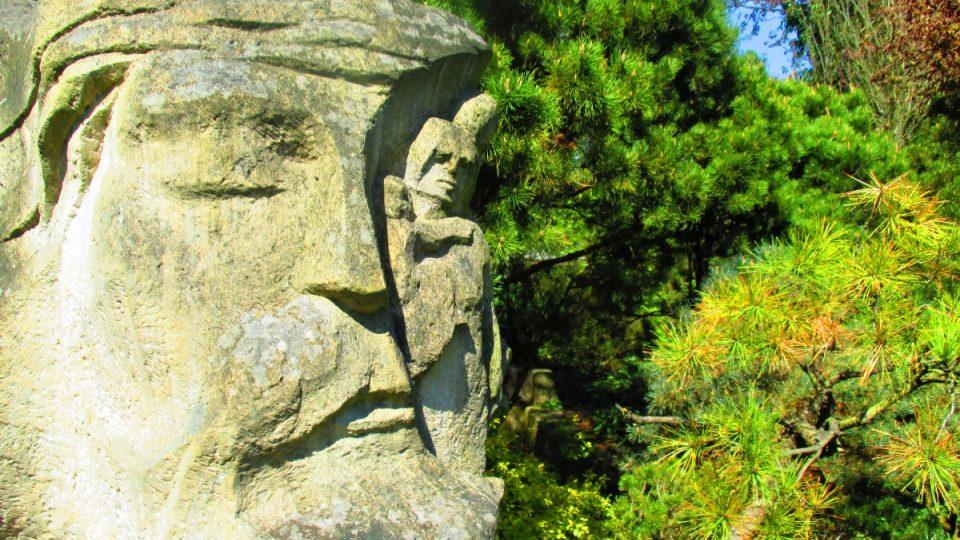 Památník obětem zla s meditační zahradou