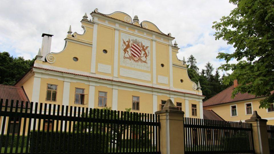 Bývalý lovecký zámeček, nyní klášter