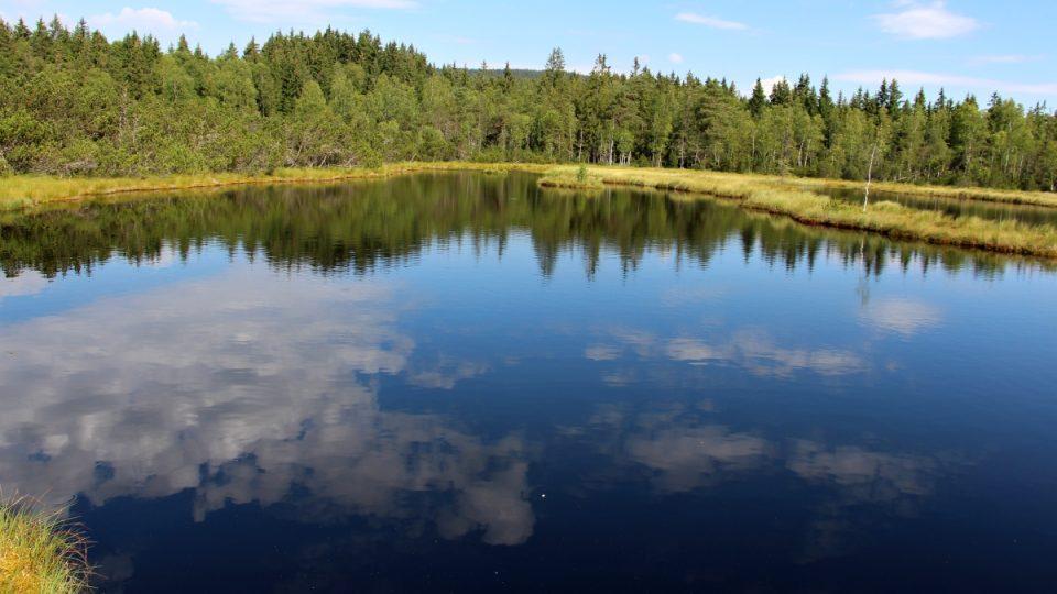 Největší rašelinné jezero u nás