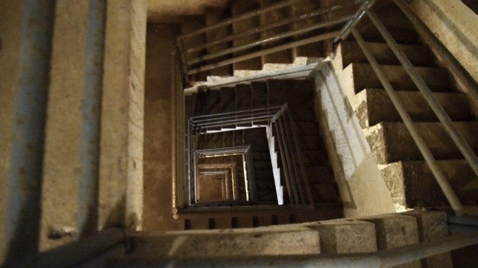 Schodiště, které si zahrálo ve filmu Otakara Vávry