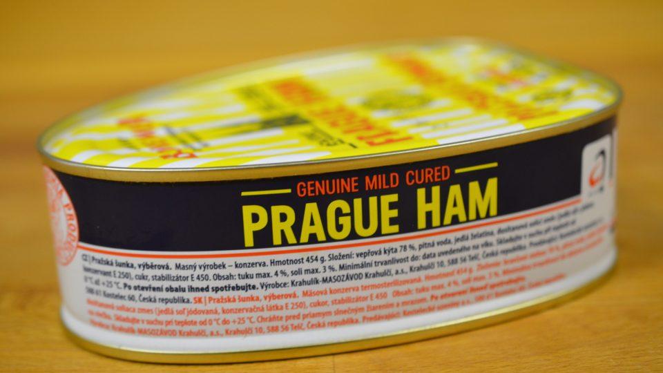 V typické vejčité konzervě je dušená šunka s aspikovým povrchem
