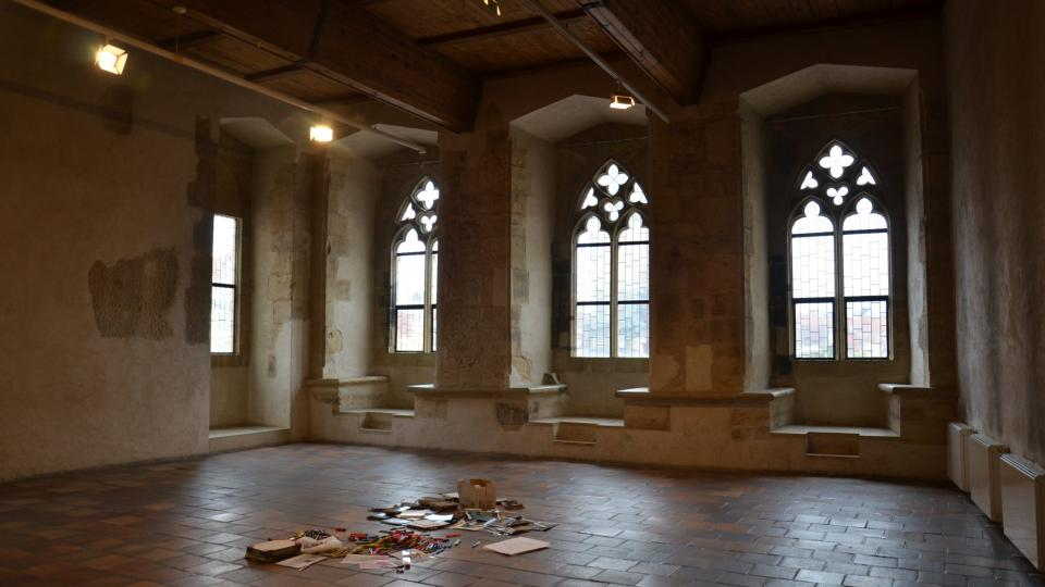 Koncertní sál v domě U Kamenného zvonu s výhledem na Staroměstské náměstí, pořádají se tu též workshopy