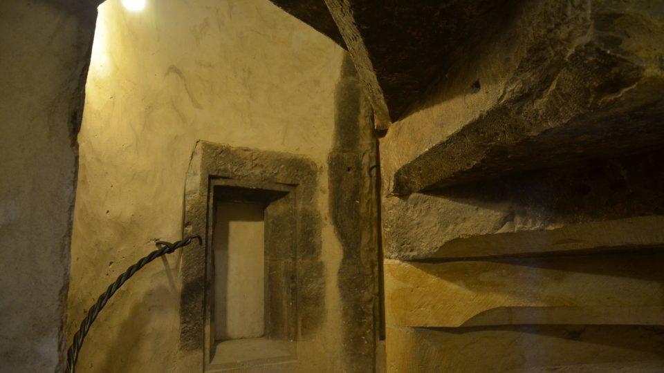 Původní schodiště je součástí technického zázemí