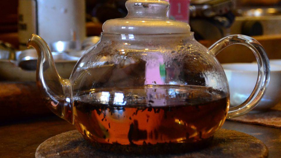 Černé čaje necháváme obvykle louhovat 3 minuty