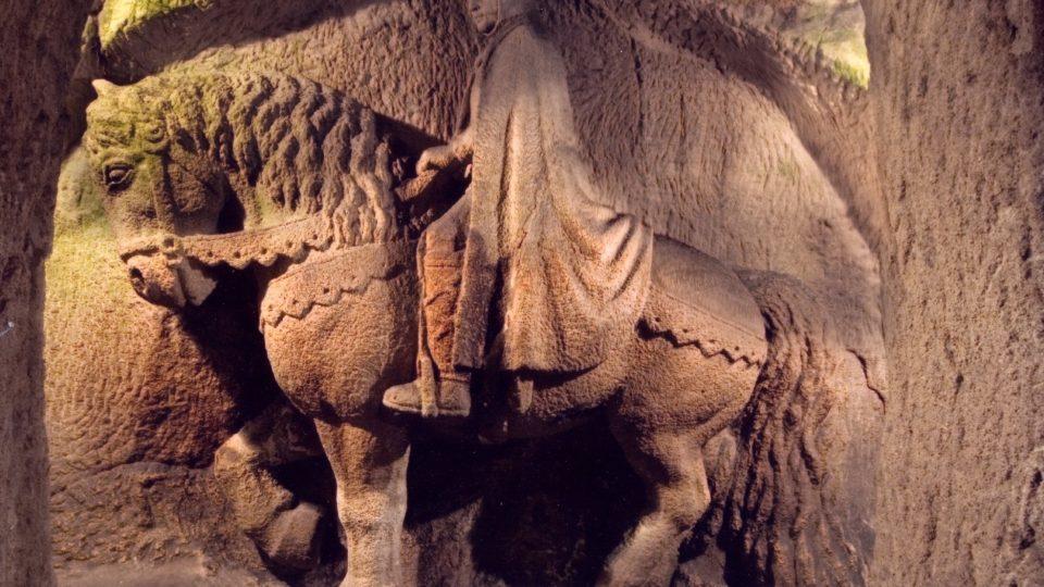 Socha svatého Václava na koni má na výšku odhadem asi čtyři metry