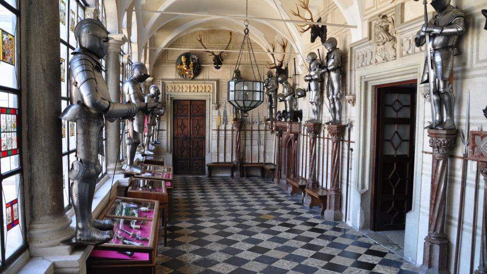 Auesperkové Žleby vnímali jako výkladní skříň svého majetku a zámek obohatili cennými sbírkami