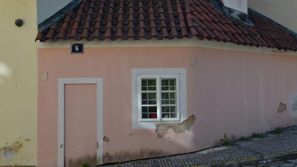 Domeček, který nemá dveře, jen okno