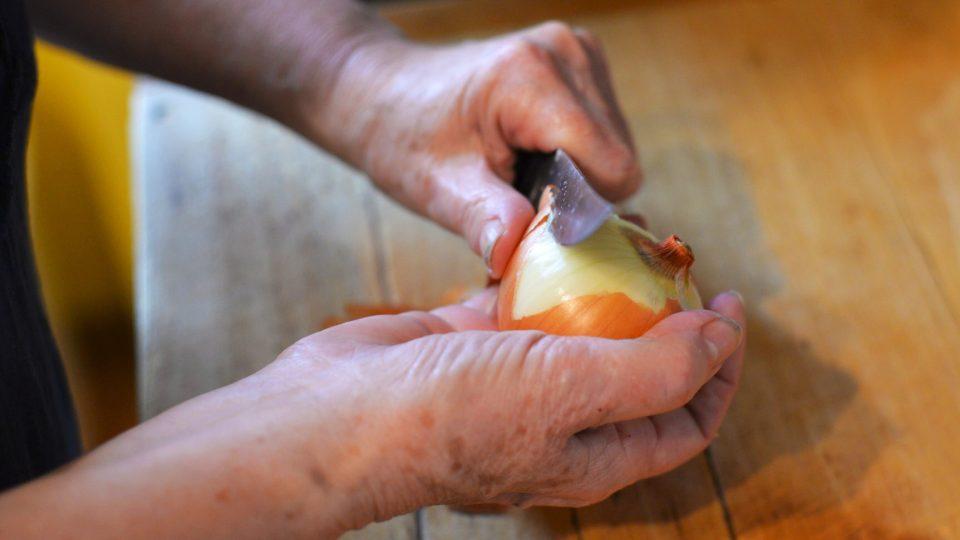 Nakrájíme cibuli