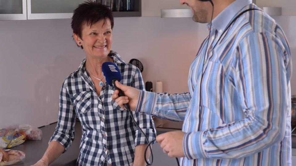 Johana Tomková při rozhovoru s Patrikem Rozehnalem