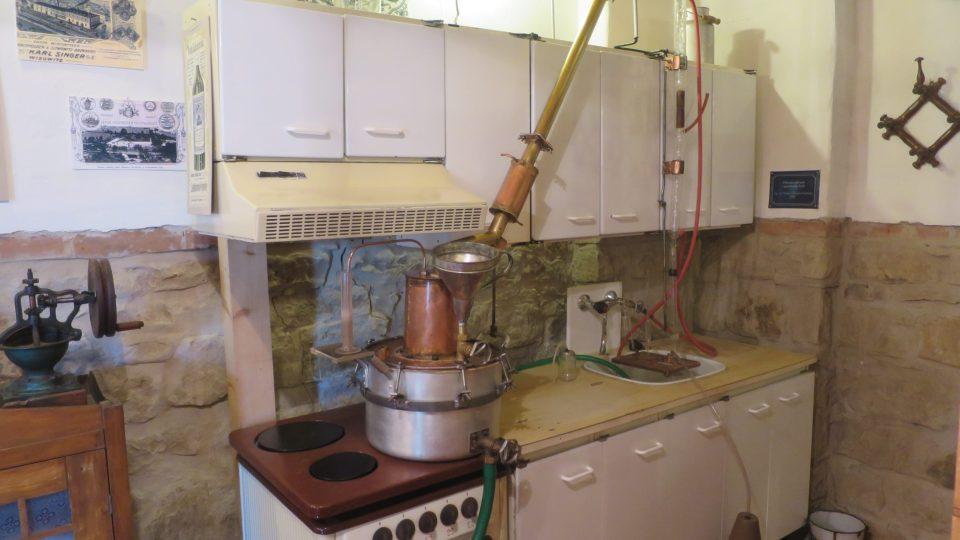 Nejčastěji se pálenice vyráběly z běžně dostupných věcí, jako byly lavóry, mlékárenské konve či zavařovací hrnce