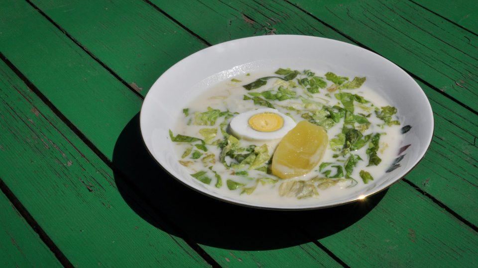 Podáváme s nakrájenými vařenými bramborami nebo vajíčkem natvrdo