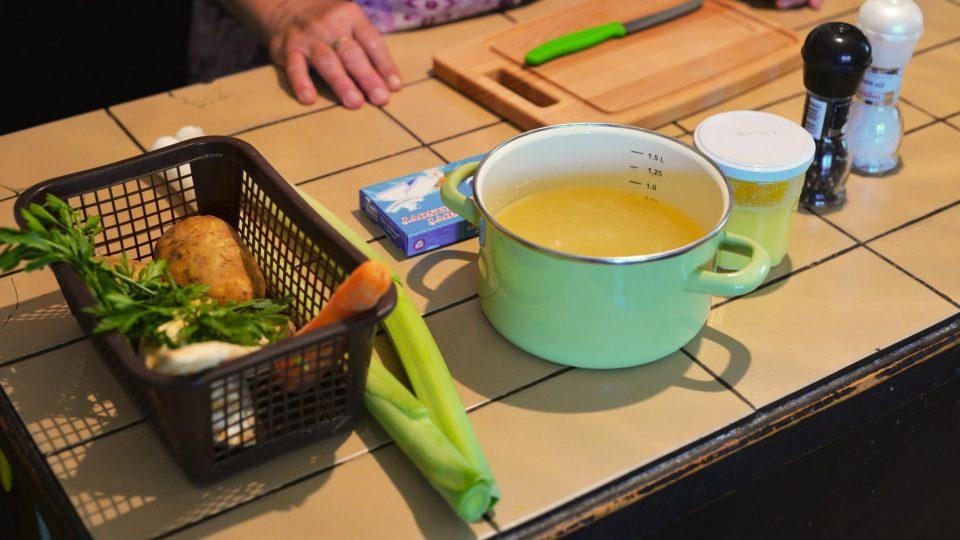 Potřebné ingredience na pórkovou polévku