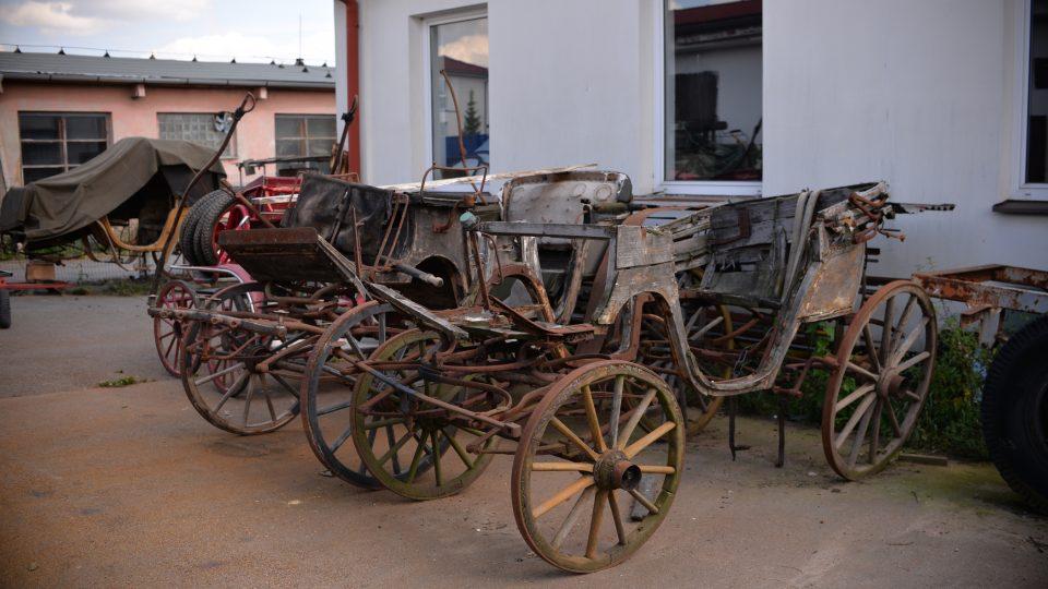 Manžel Jany Exnarové opravuje už léta koňské povozy, kočárky a bryčky