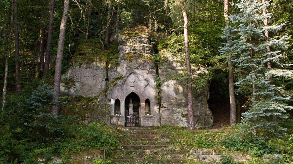 Husův památník pod Betlémskými skalami