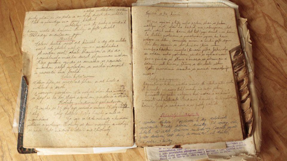 Recept má Jiří Novák zapsaný v zažloutlém sešitě s dalšími recepty