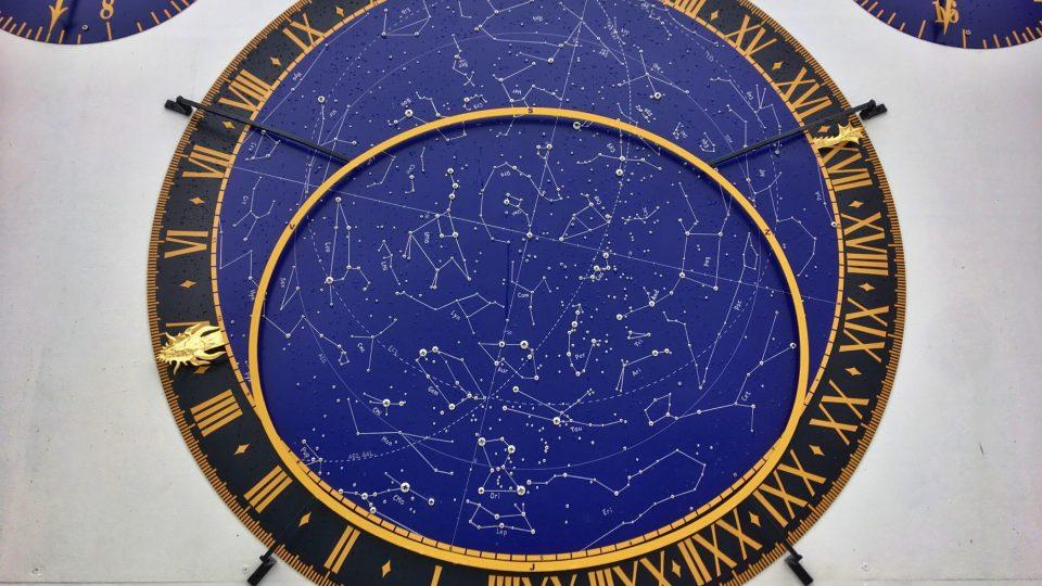 V hvězdné obloze je téměř 1 000 šroubků
