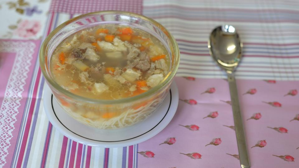 Na tým Pochoutkového roku čekala i hovězí polévka s nudlemi