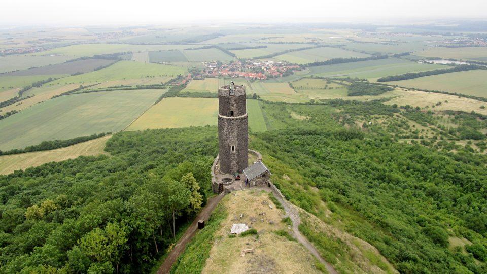 Hrad Házmburk s Bílou a Černou věží