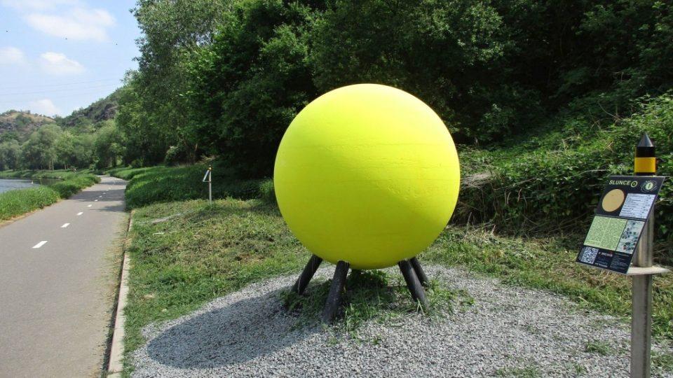 Na startu Povltavské planetární stezky září žluté Slunce