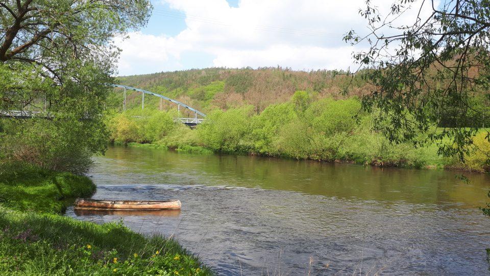 Naučná stezka začíná u řeky Berounky